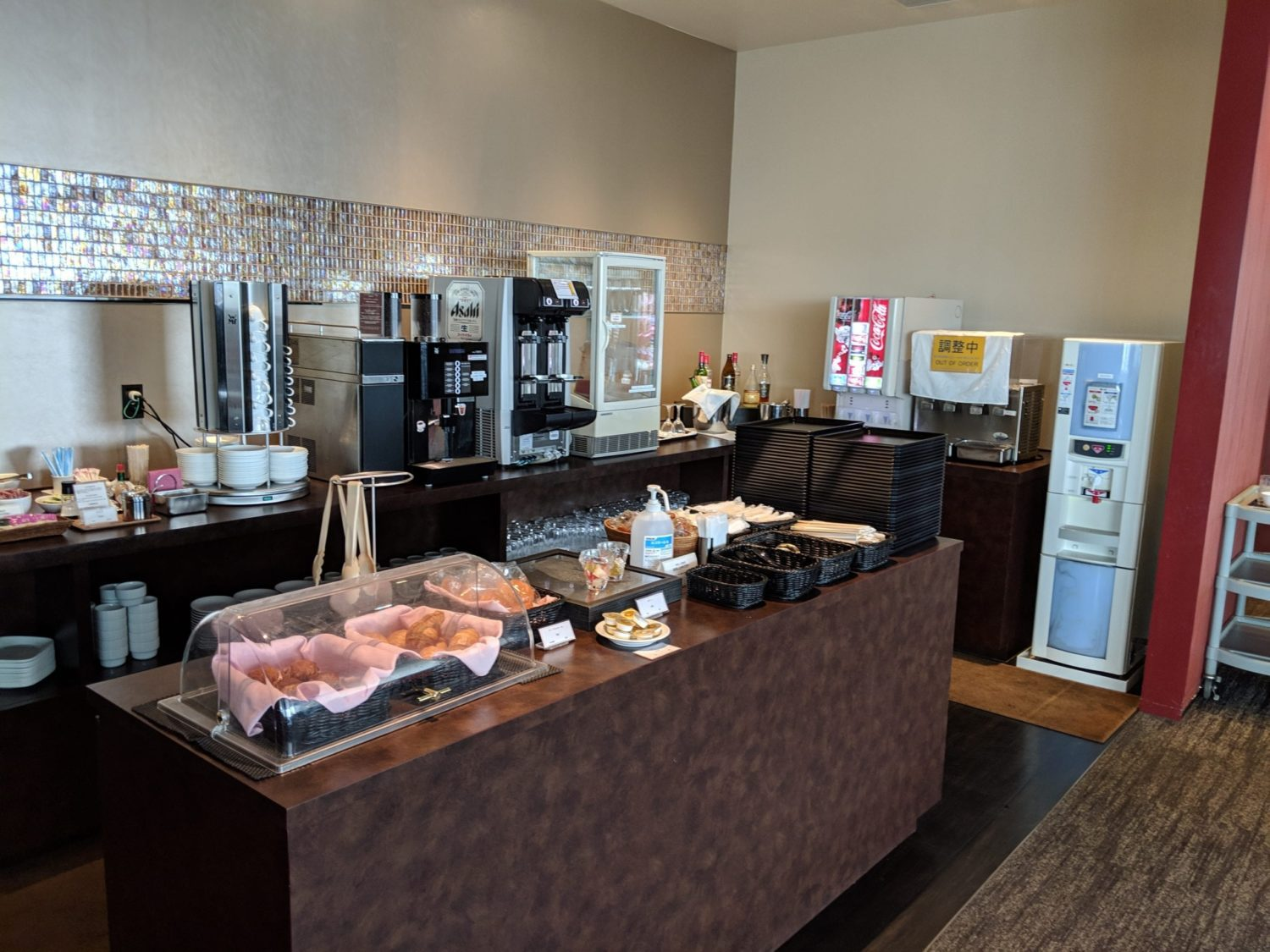 Delta One lounge food