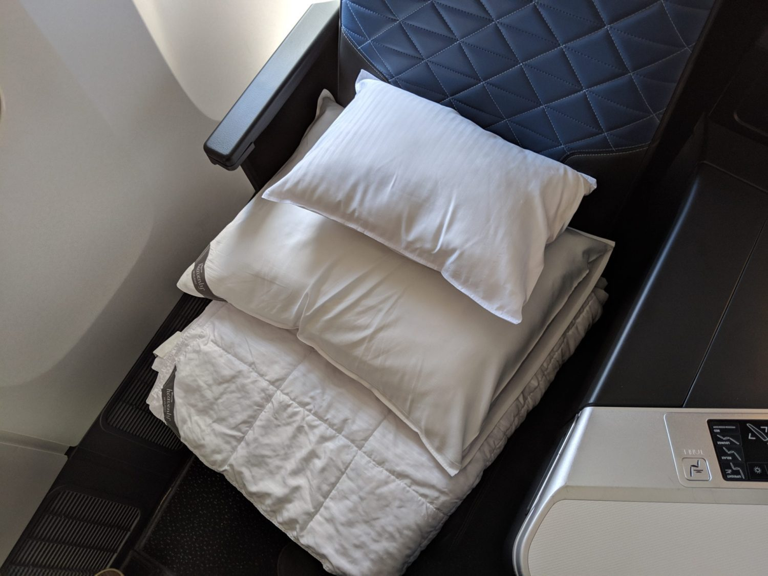 Delta One Suites Review bedding