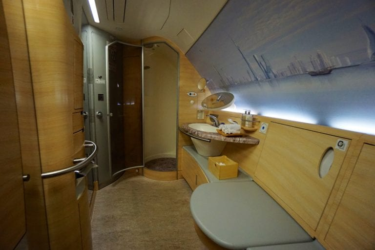 airbus a380 emirates shower