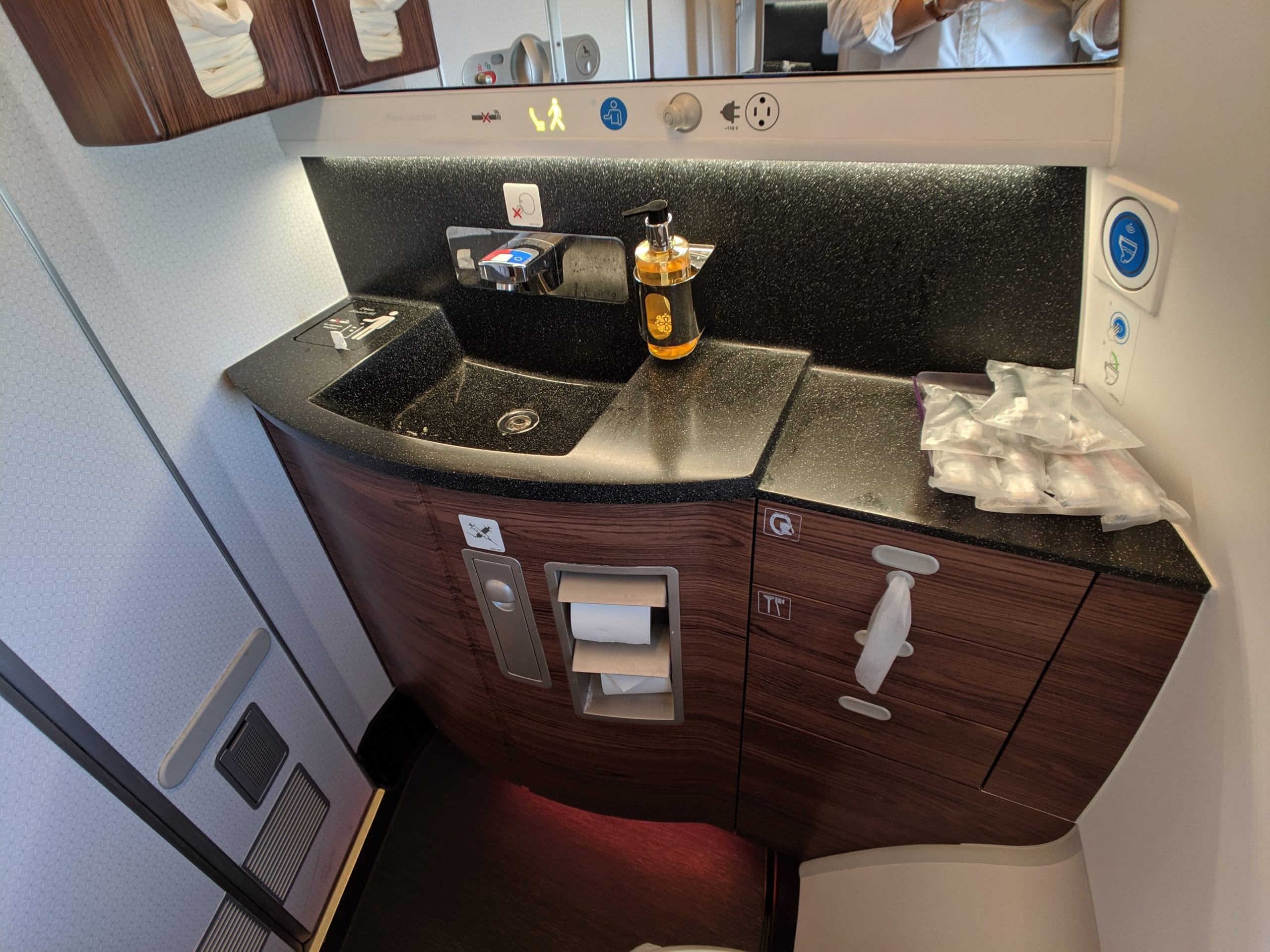 qatar airways qsuite bathroom