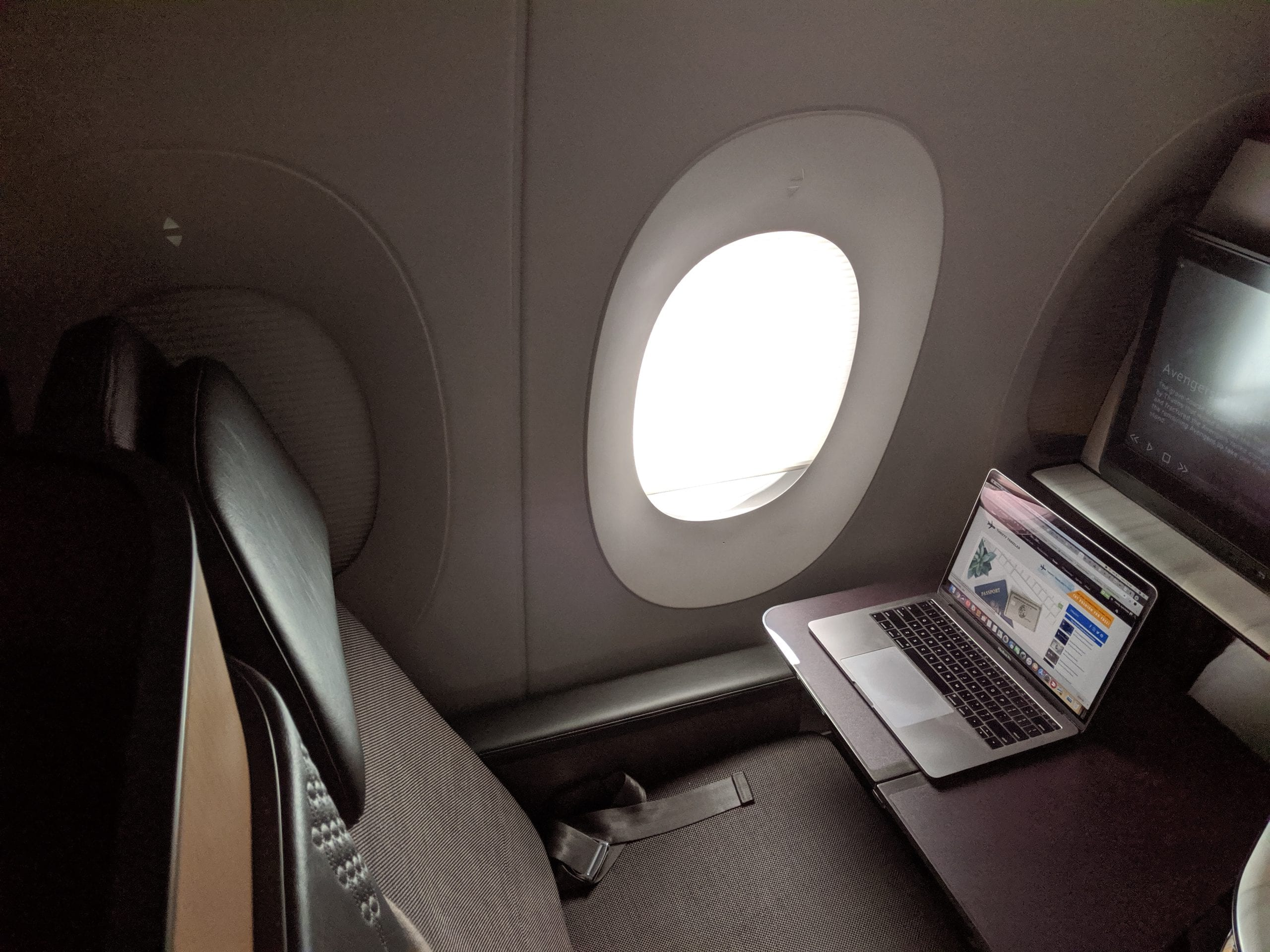 qatar airways qsuite desk