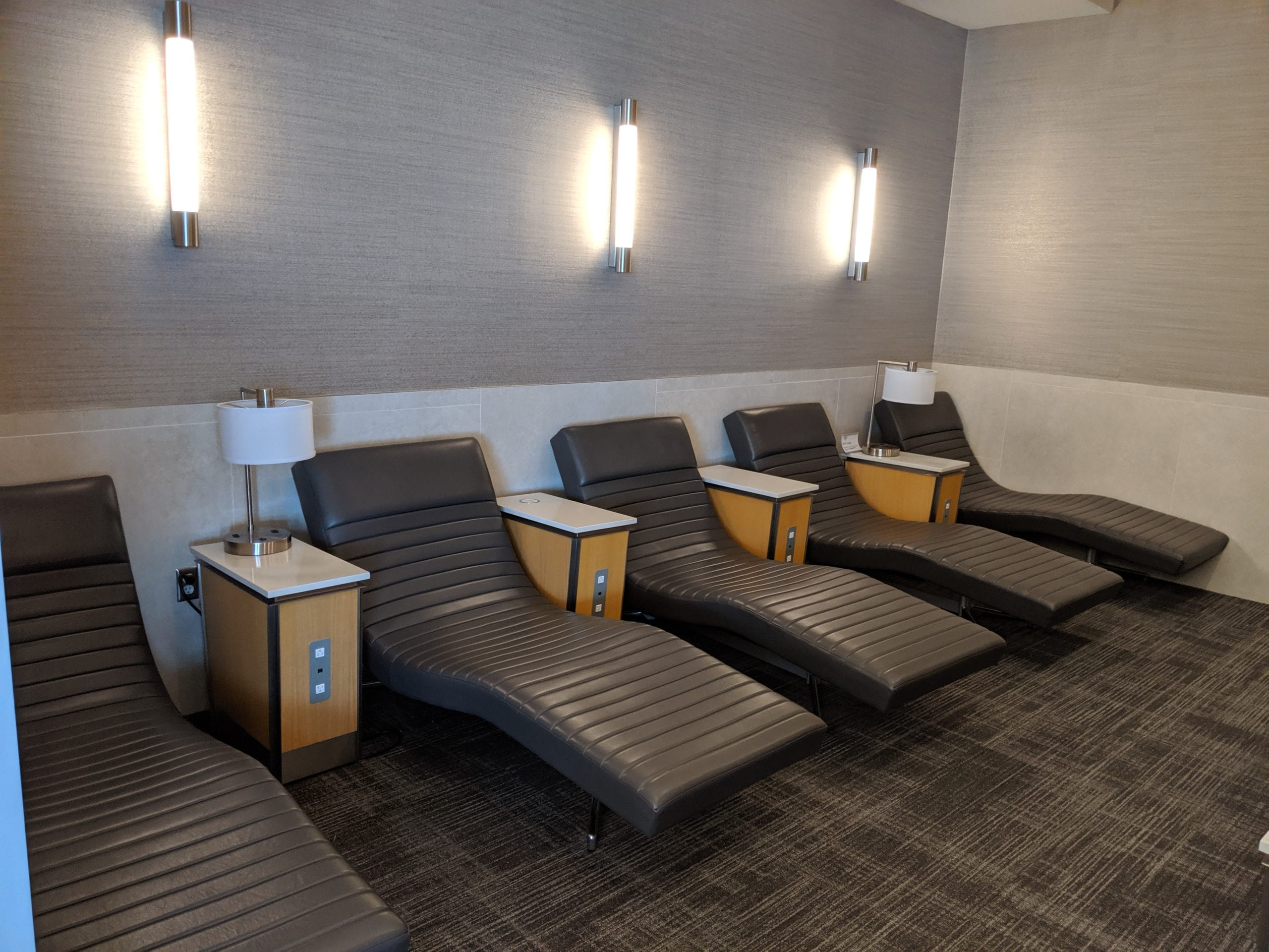 dfw flagship lounge