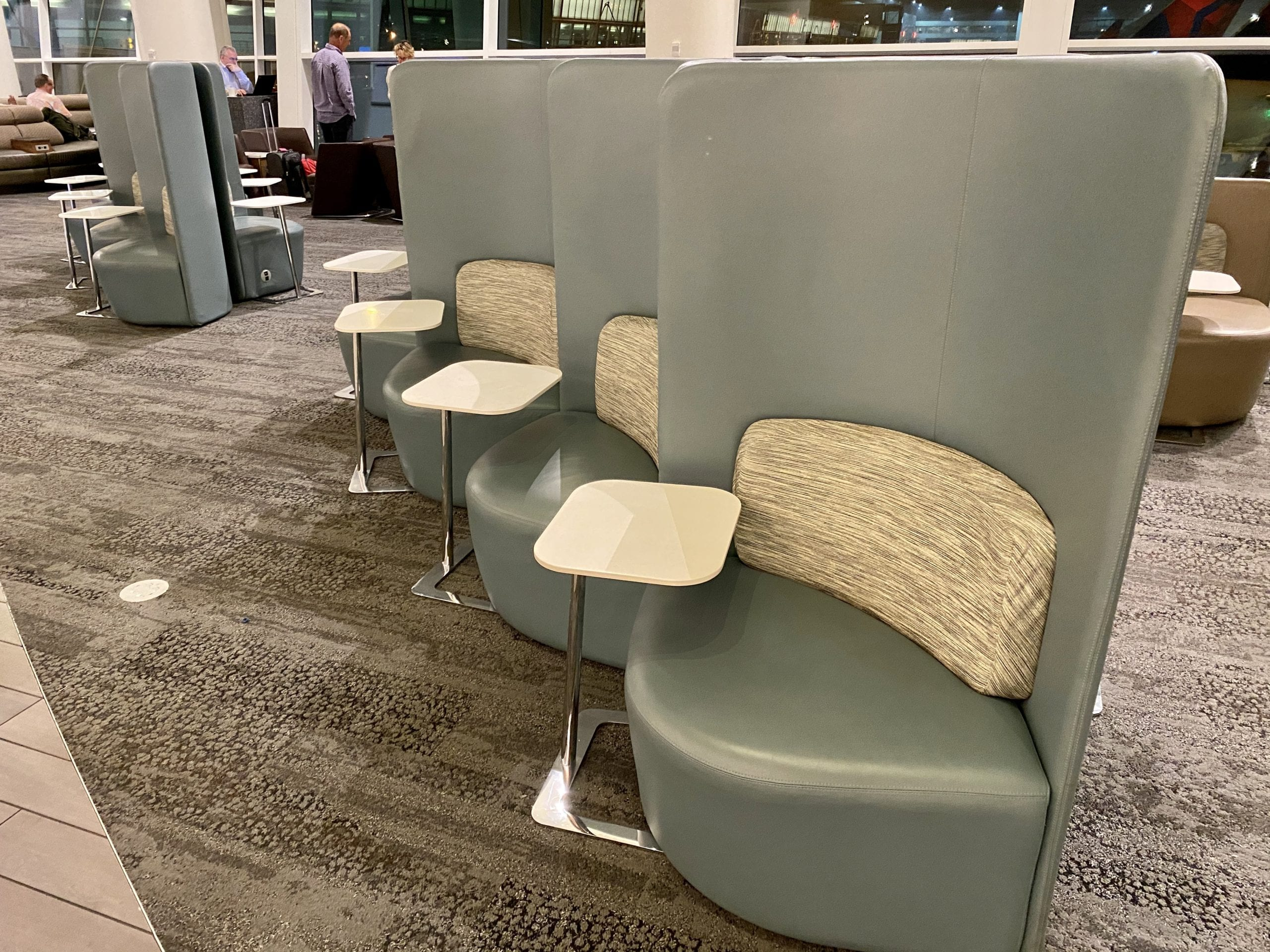delta sky club seattle chairs