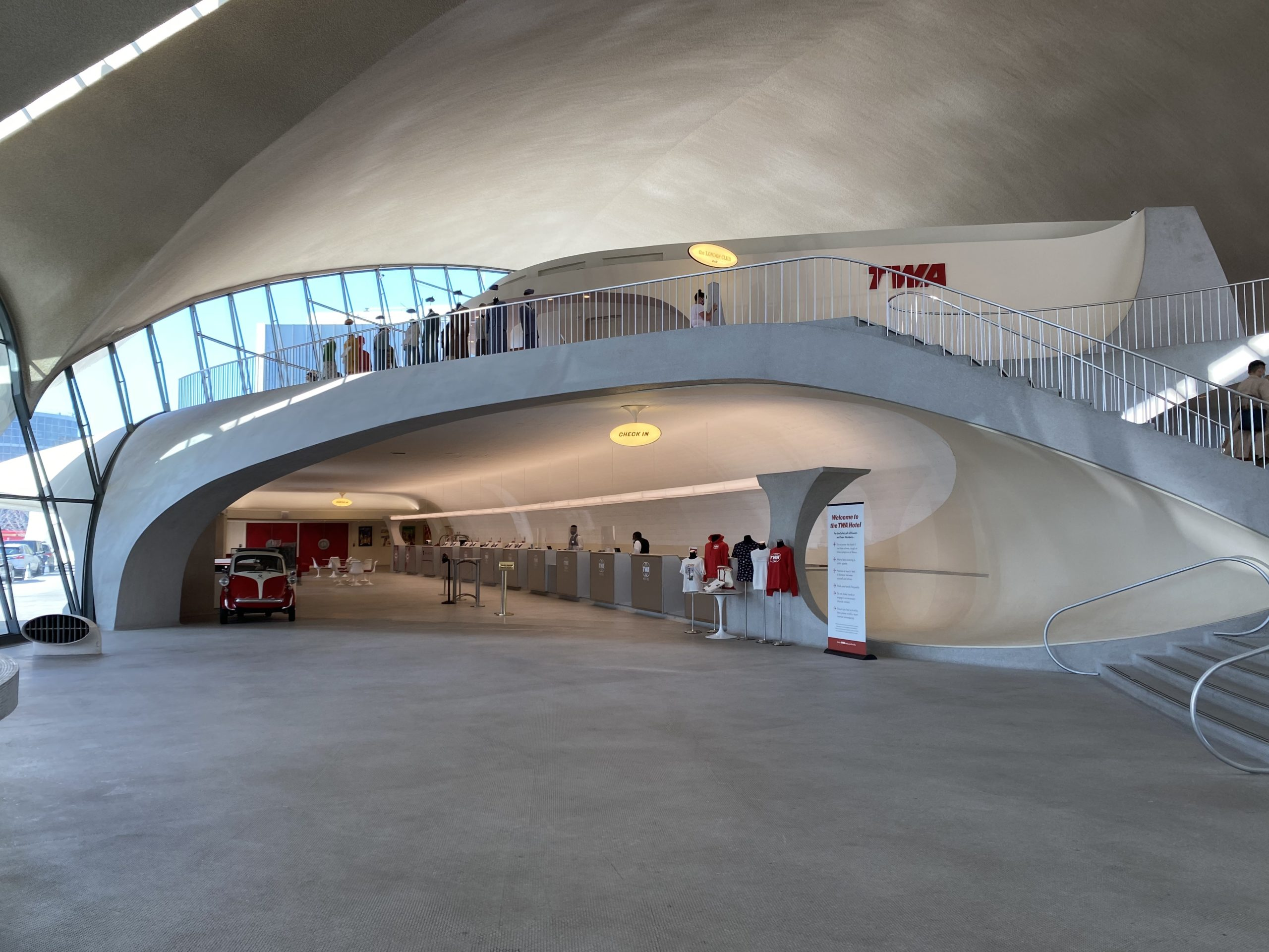 twa hotel check-in desk